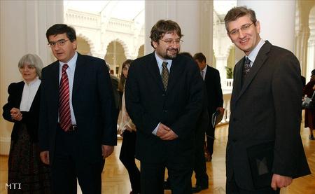 2006. március 13.: Bozóki András, a nemzeti kulturális örökség minisztere, Veres János pénzügyminiszter és Takács Imre, az Iparművészeti Múzeum főigazgatója (Fotó: Nándorfi Máté)