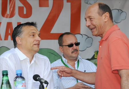 2010. július 24. Orbán Viktor miniszterelnök és Traian Băsescu román államfő beszélget előadásuk előtt a 21. Bálványosi Szabadegyetem és Diáktáborban (Tusványos) a romániai Tusnádfürdőn (Fotó: Oláh Tibor)