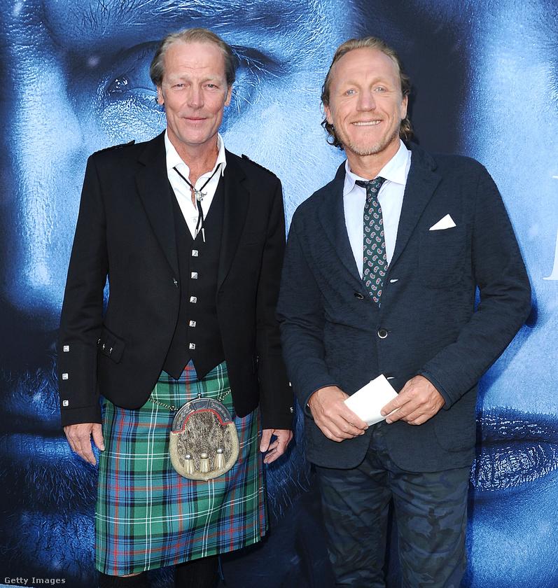 Két kakukktojással folytatjuk, mivel Iain Glen és Jerome Flynn, tehát Jorah Mormont és Bronn tavaly nem voltak jelen a premieren.