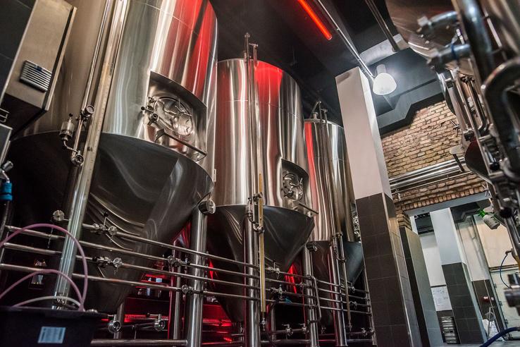 Hat darab héttonnás tartályban készül a sör
