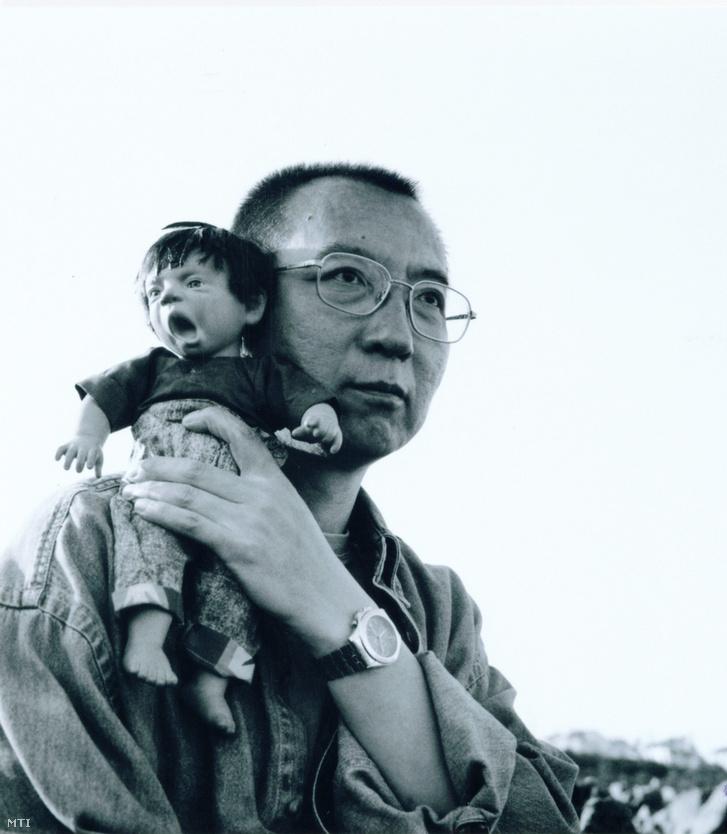 Dátumozatlan archív kép a bebörtönzött LIU Hsziao-po (Liu Xia) kínai ellenzéki politikusról.
