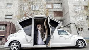 Újabb csúcson az orosz luxusgiccs: itt a limóhintó