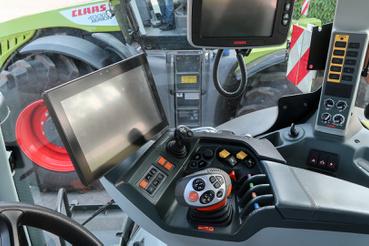 Félkézzel irányítható a traktor, némi zongoratudás nem árt hozzá