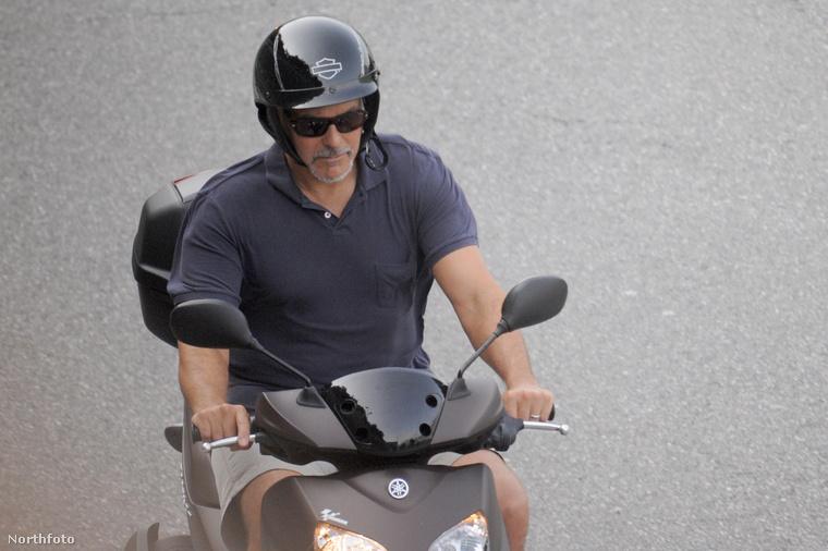 George Clooney eléggé élvezi az olaszországi kiruccanást.