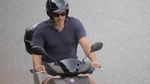 George Clooney olyan lazán robogózik, mint egy igazi olasz