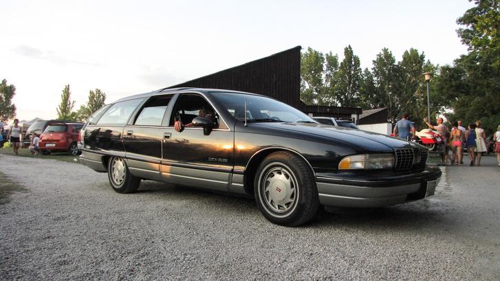 Utolsó generációs Oldsmobile Custom cruiser, ami tulajdonképpen egy roskadásig extrázott Chevrolet Caprice kombi