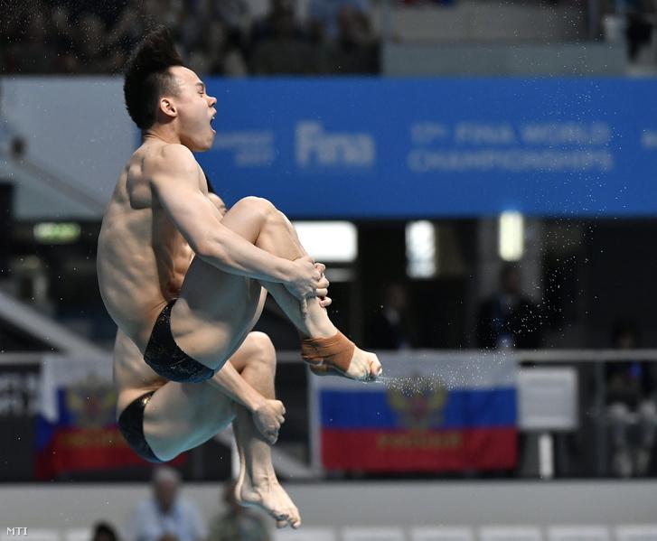 A kínai Cao Jüan és Hszie Sze-ji a férfi 3 méteres szinkronugrás selejtezőjében
