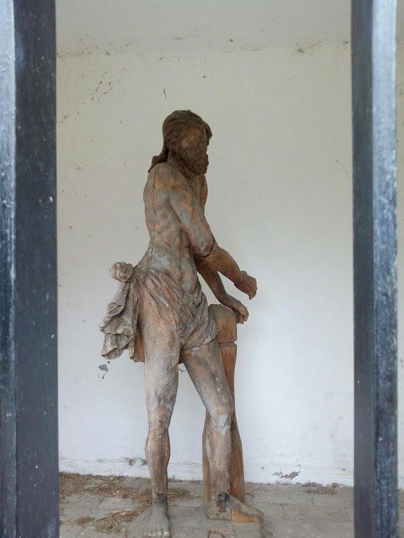 Egy fából készült szobor 1781-ből, ami nincs rosszabb állapotban, mint a 2001-ben átadott Melocco-szobor
