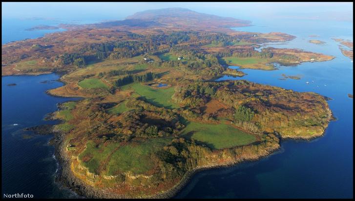 A sziget a Hebridákhoz tartozik.