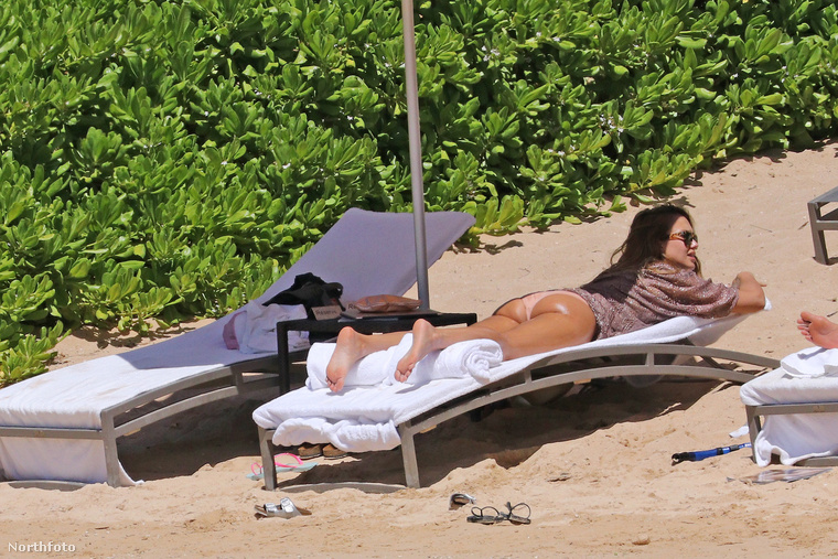 """Nehéz megmondani, hogy Jessica Alba mennyire passzol az """"átlagos nők a strandon"""" című sorozatunkba, ezért az lesz a legjobb, ha az alábbi képek után ön dönti el, hogy a színésznő szupermodell alkatú celeb, vagy úgy néz ki mint - többnyire - bármelyik 36 éves, harmadik gyermekét váró anyuka"""