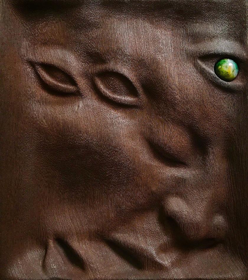 Visszaérő motívum nála a harmadik szem, vagyis a belső látás és bölcsesség szimbóluma.