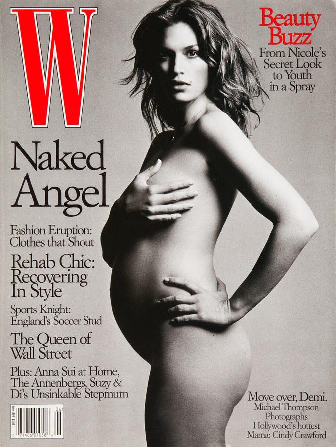 Cindy Crawford, 1999Így tett Cindy Crawford is 1999-ben, aki a W magazinban dobta le a ruháit, amikor fiával, Presley-vel volt terhes