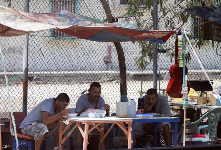 Fogvatartottak a mexikói Reynosa város börtönében 2017. május 24-én