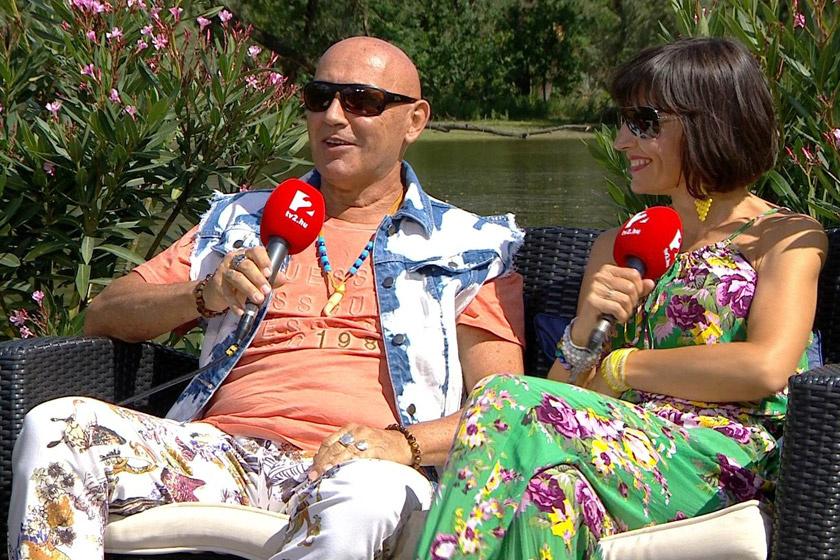 Pataky Attila és felesége között kölcsönös a bizalom, az énekes felesége öltözködési tippjeiben is megbízik.