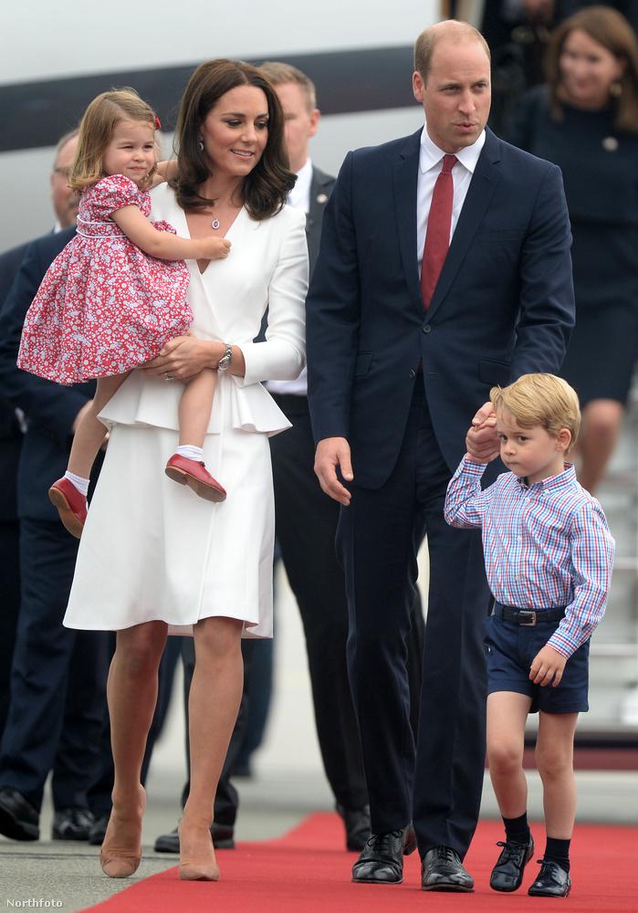 Katalin hercegné és családja hétfőn megkezdték európai turnéjukat, aminek az igazi különlegessége, hogy ez alkalommal a gyerekeiket is magukkal vitték