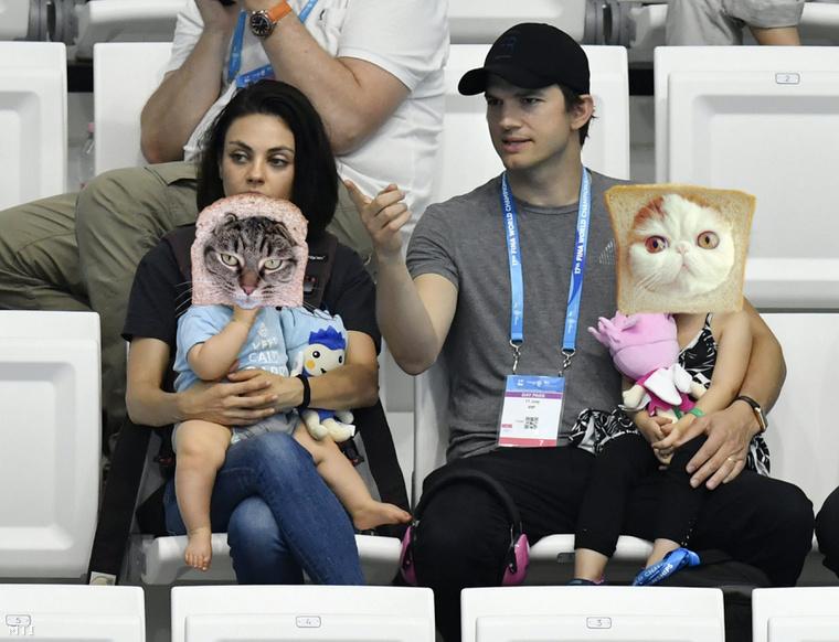 Ashton Kutcher, Mila Kunis és a gyerekek.