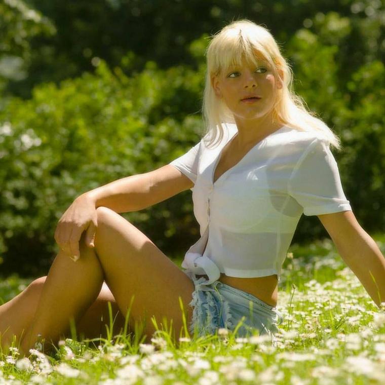 Martina Big (igen, tényleg ez a neve), a 28 éves német glamour modell nem kevés pénzt és energiát ölt abba, hogy már nyomokban se emlékeztessen egykori önmagára
