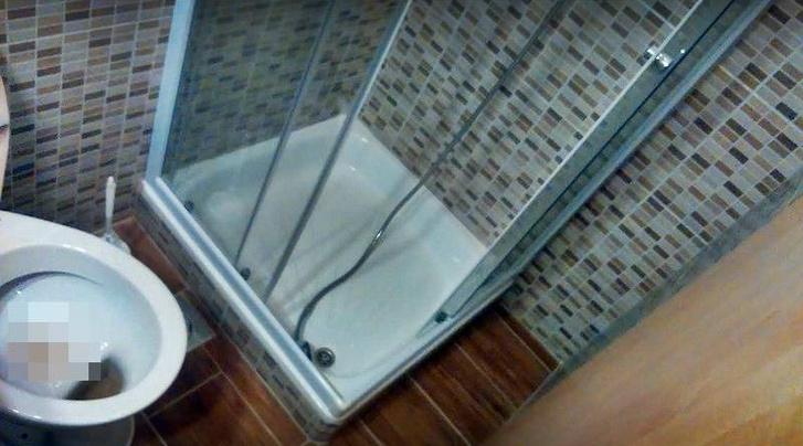 Kikockázott vécé