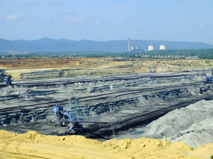 A Visontai Déli bányamező látképe. A Detk - Ludas - Karácsond - Halmajugra községek által határolt területen külszíni fejtéssel lignitet termelnek ki a Mátrai Erőmű Zrt. részére