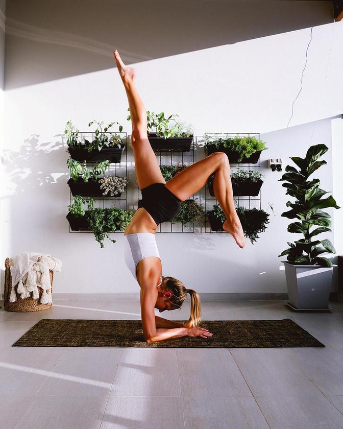Ahelyett, hogy telesírta volna a párnáját, Bisk villámgyorsan összekapta magát, majd a jóga és a fitnesz irányába szakosodott tovább.