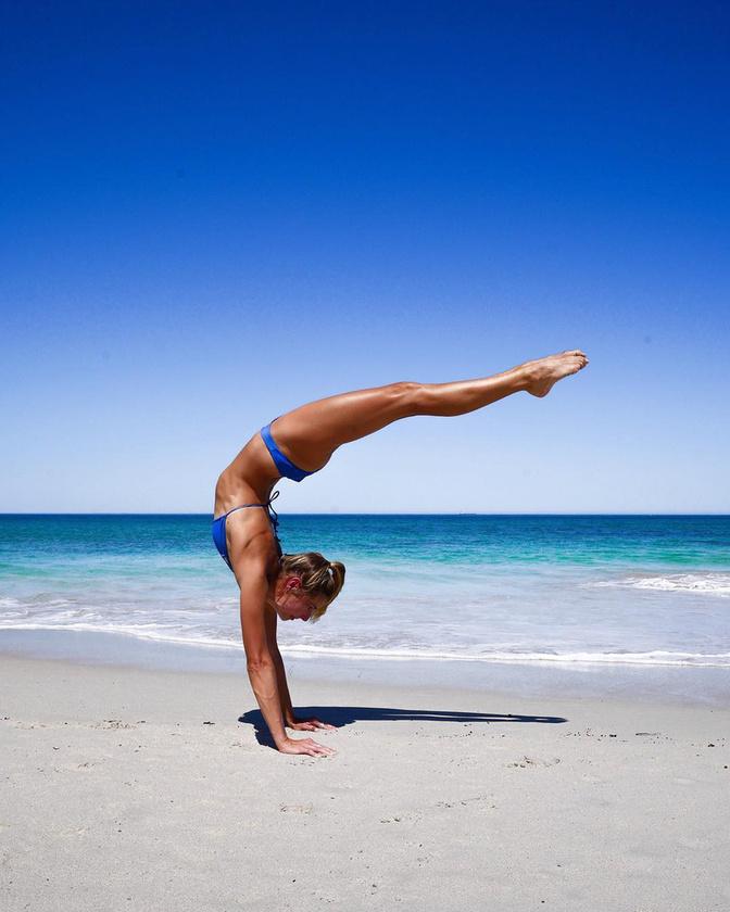de rugalmassága olyan mértékű, hogy néha úgy tűnik, mintha meghazudtolná a fizikai törvényeit.