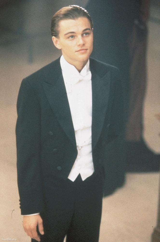 Leonardo DiCaprioMindössze 22 éves volt a színész, amikor megkapta a Titanic egyik főszerepét, aminek köszönhetően tényleg mindenki megismerte a nevét