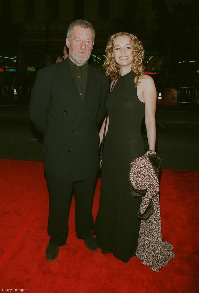 Bernard HillŐ volt a filmben a hajó kapitánya, akit aztán hat évvel később egy újabb Oscar-sikerben, a Gyűrük Urában láthattun viszont, Theoden királyként