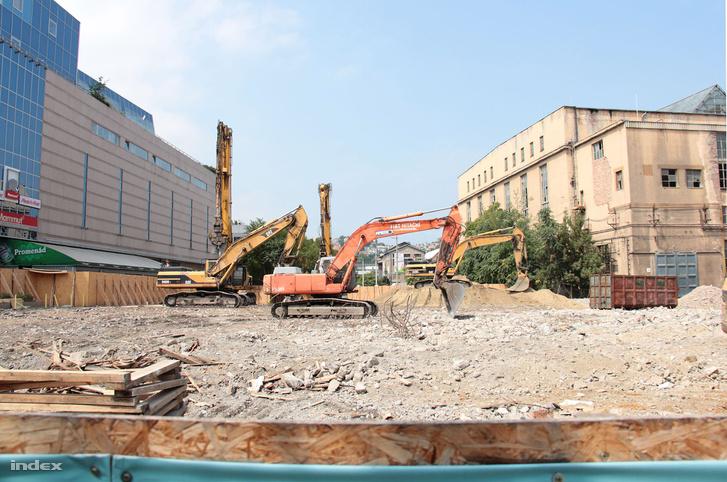 A volt Ipari Minisztérium épületének bontása