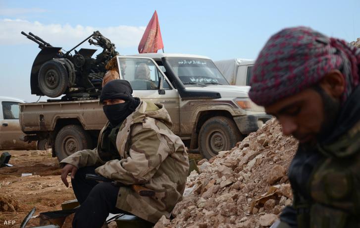 Az FSA (Szabad Szír Hadsereg) egységei Aleppó közelében, 2017 januárjában.