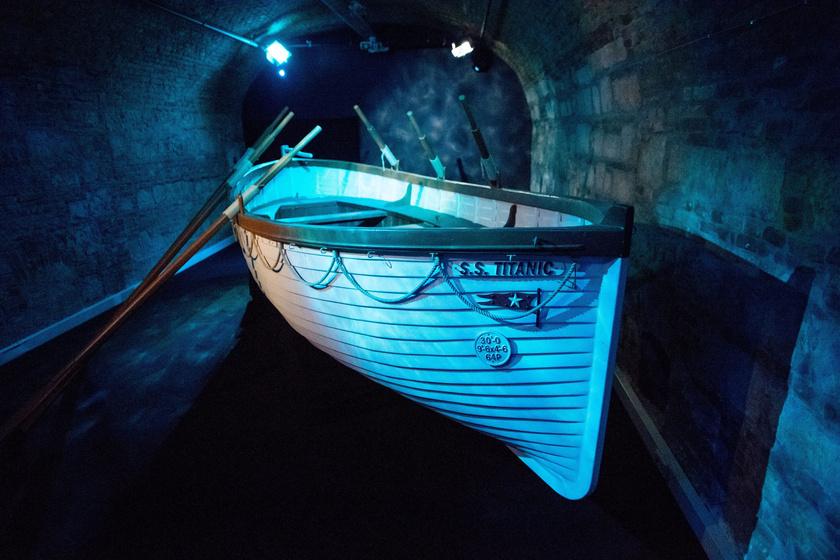 Mentőcsónak a budapesti VAM Design Centerben nyílt Titanic-kiállításon 2017. július 19-én.