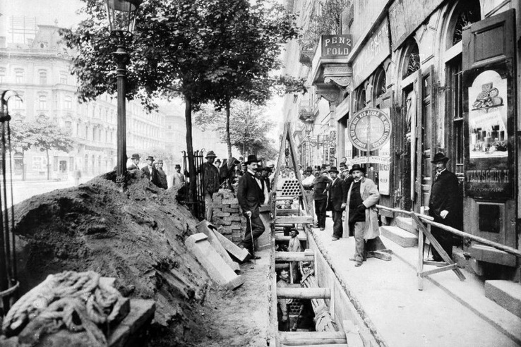 Tömbcsatorna fektetése a mai Bajcsy-Zsilinszky úton 1898 körül