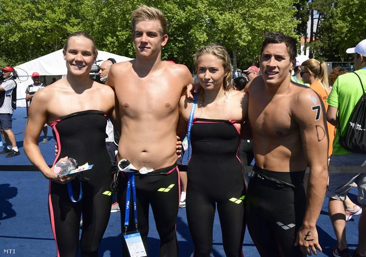 Az 5 kilométeres nyíltvízi úszás csapatversenyében hetedik helyen végzett magyar csapat tagjai Novoszáth Melinda, Rasovszky Kristóf, Juhász Janka és Gyurta Gergely (b-j)