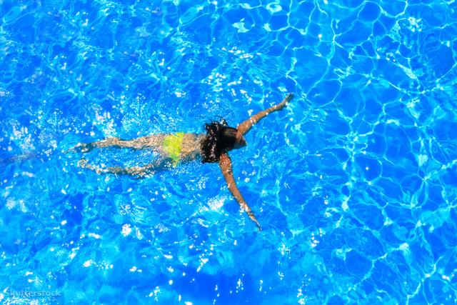 Dívány - Testem - Gyerekkísérlet  úszni tanul a 4 éves 3ba4889289