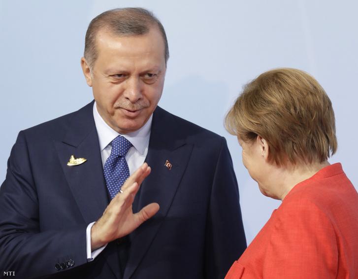 Recep Tayyip Erdogan és Angela Merkel