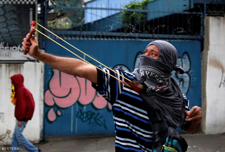 Maduro elnök ellen tüntető Venezuelában