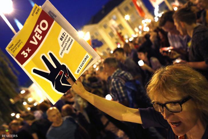 Napok óta kormányellenes tüntetések zajlanak lengyelországban