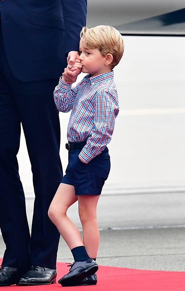 A kis György annyira izgult, amikor megérkeztek Lengyelországba, hogy apukája kezét kezdte el puszilgatni, hogy megnyugodjon.