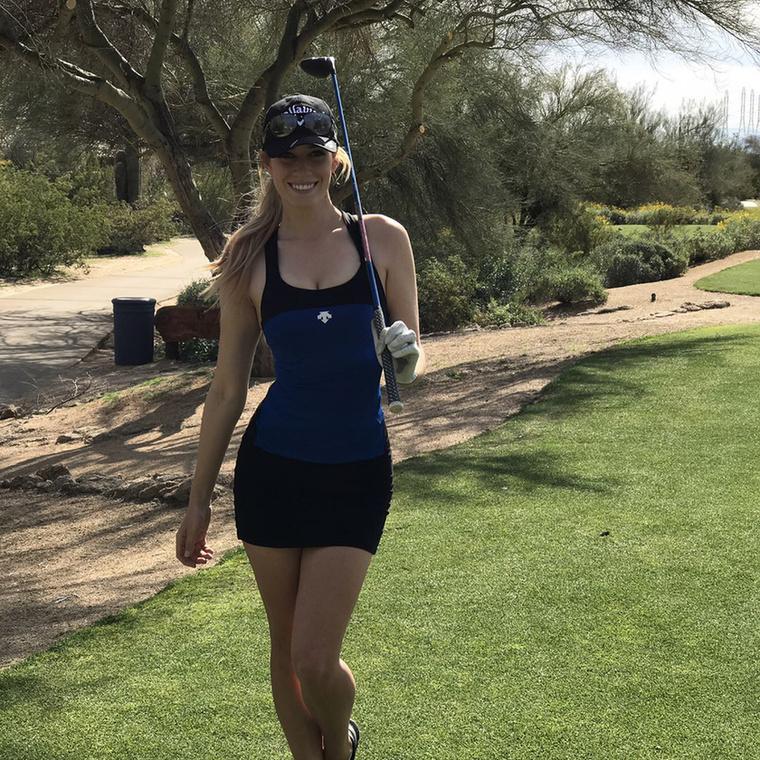 Spiranac már csak azért is hülyeségnek tartja a szabályt, mert más sportágakban, mint a rúdugrásban vagy a teniszben, semmi akadálya annak, hogy a nők kevés ruhában versenyezzenek, hiszen ez teljesítményüket is befolyásolhatja.