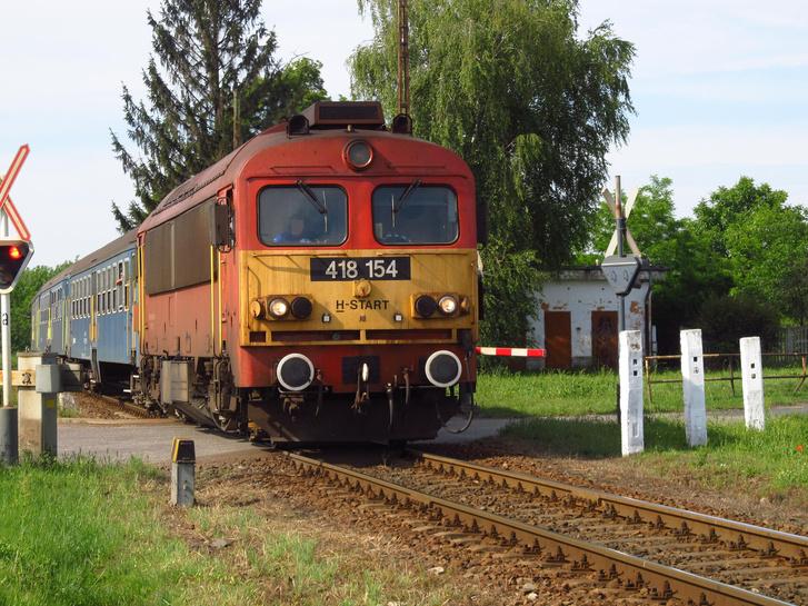 Egy vonat a vasútállomáson, Nyírcsászáriban