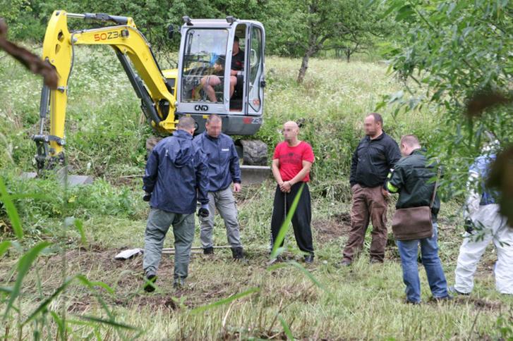 Rendőrségi felvétel a helyszínről, pirosban a feltételezett sorozatgyilkos, Miroslav