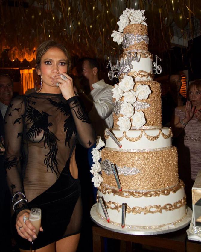 Lopez mintha azt üzenné, ebből a tortából nem szívesen ad