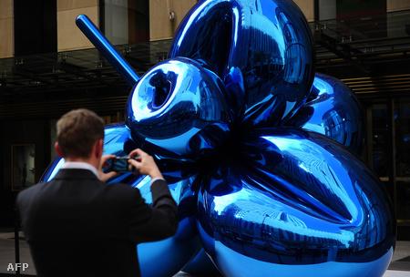 Jeff Koons szobra
