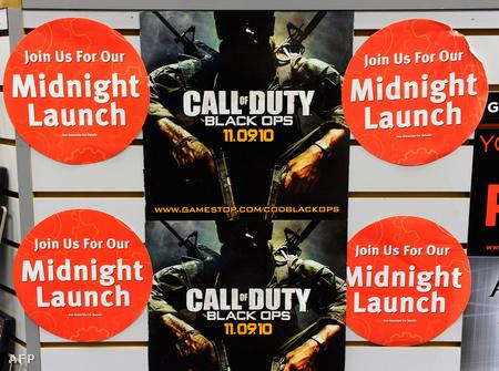Éjféli premiert jelző  Black Ops plakát egy las vegasi játékboltban