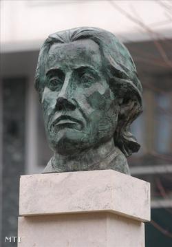 Kéthly Anna fejszobrát 2006. december 16-án leleplezték le a VII. kerületi Kéthly Anna téren (Fotó: Kollányi Péter)