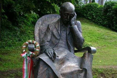 Teleki Pál gróf balatonboglári szobra (Fotó: Ády/szoborlap.hu)