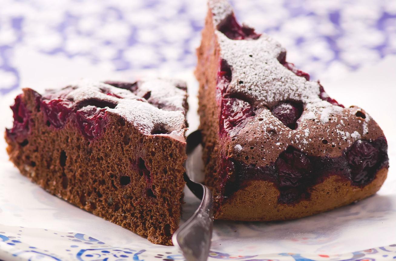 Csokis-meggyes süti, ami még a piskótánál is puhább és magasabb