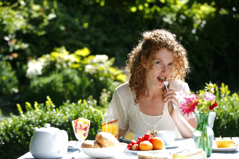 Az étkezést a franciák szerint ki kell élvezni. Ehhez hozzátartozik, hogy valaki lassan eszik. Ez időt hagy a jóllakottságot jelző hormonok felszabadulásának, ezért aki így eszik, kevesebbel is beéri.