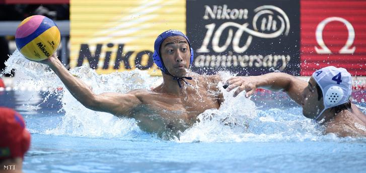 A japán Siga Micuaki (b) és a brazil Gustavo Coutinho