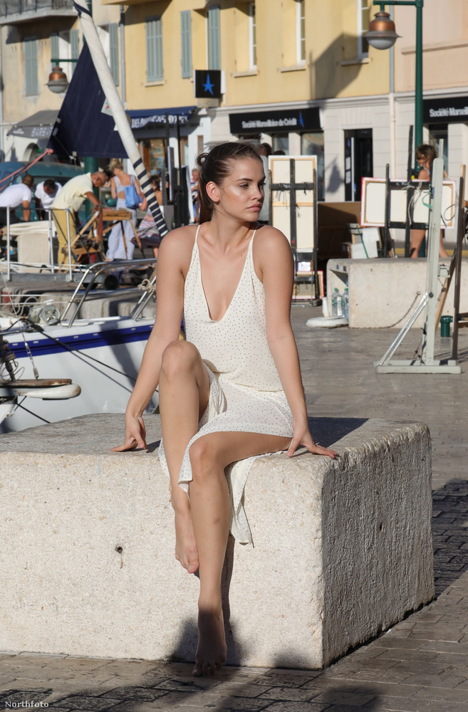 Ha valamiért Saint-Tropez-ban jártunk volna tegnap, valószínűleg még akkor sem szúrtuk volna ki, hogy valaki Palvin Barbarát fotózgatja egy kikötőben.