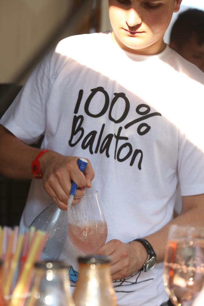 Azért a 100 százalék Balaton és a 100 százalék bor is mindig megvan.